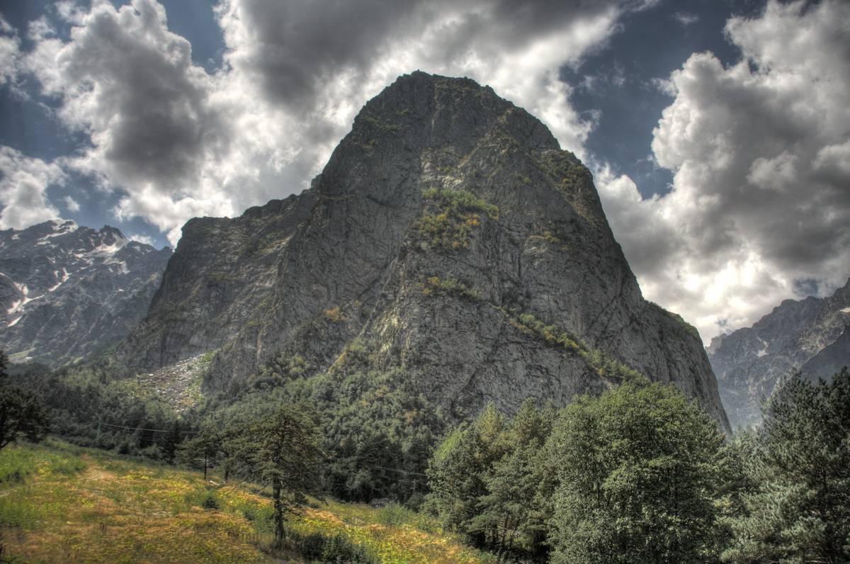 czejskoe-ushhele-gora-monah-foto