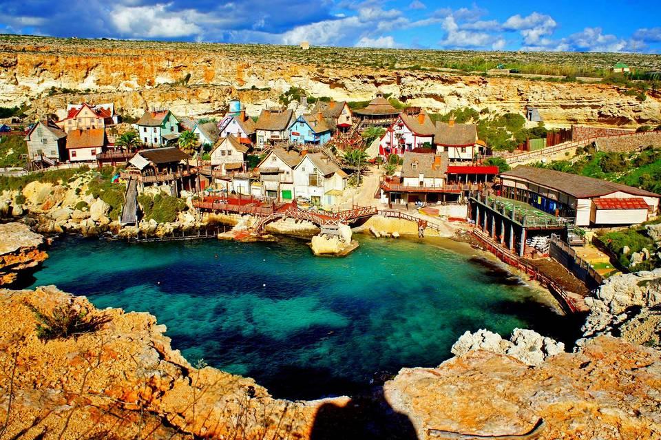 Где отдохнуть на берегу моря в августе?